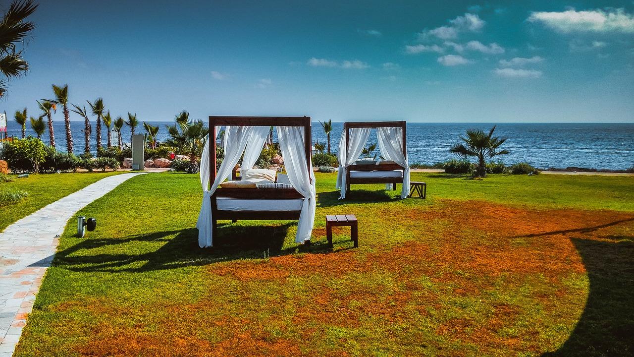 outdoor swing beds